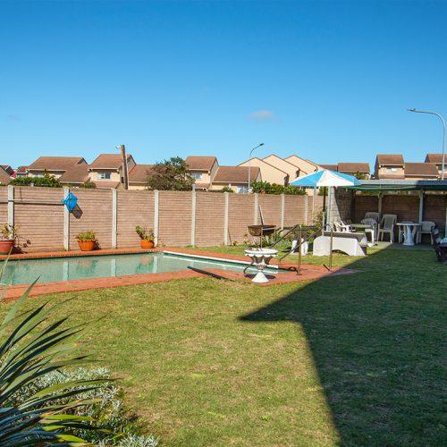 Lapa Munnick communal swimming pool
